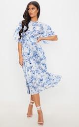 Robe mi-longue plissée à dos ouvert et imprimé floral bleu pastel 1