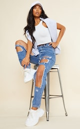 PRETTYLITTLETHING Mid Blue Open Thigh Mom Jean 1