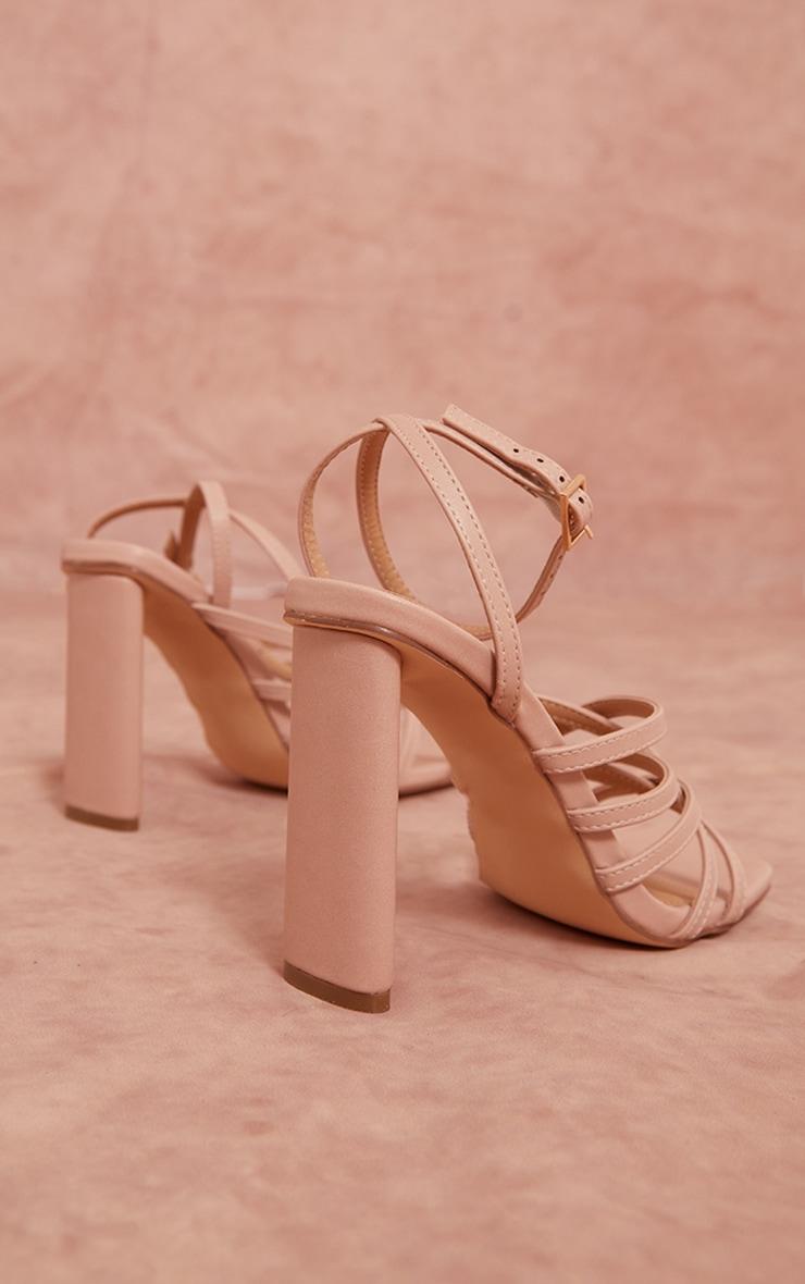 Sandales en similicuir nude à talons hauts plats et bout carré détail lanières multiples 4