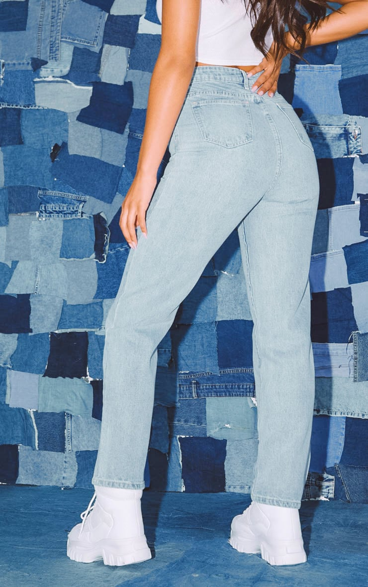 PRETTYLITTLETHING Light Wash Straight Leg Jeans 4