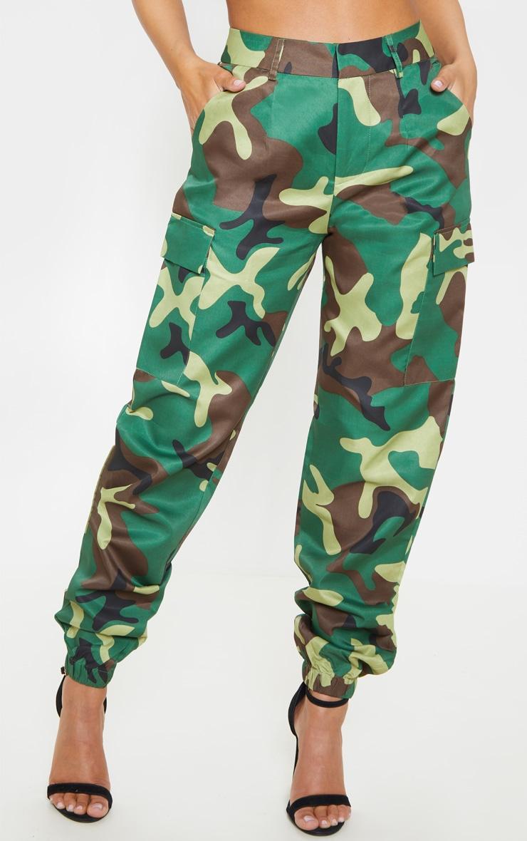 Petite - Pantalon cargo à imprimé camouflage vert  3