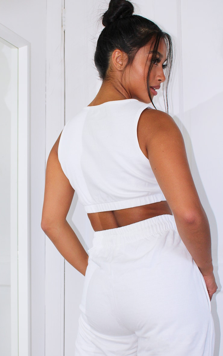 PRETTYLITTLETHING Petite White Cropped Emroidered Cropped Vest 2