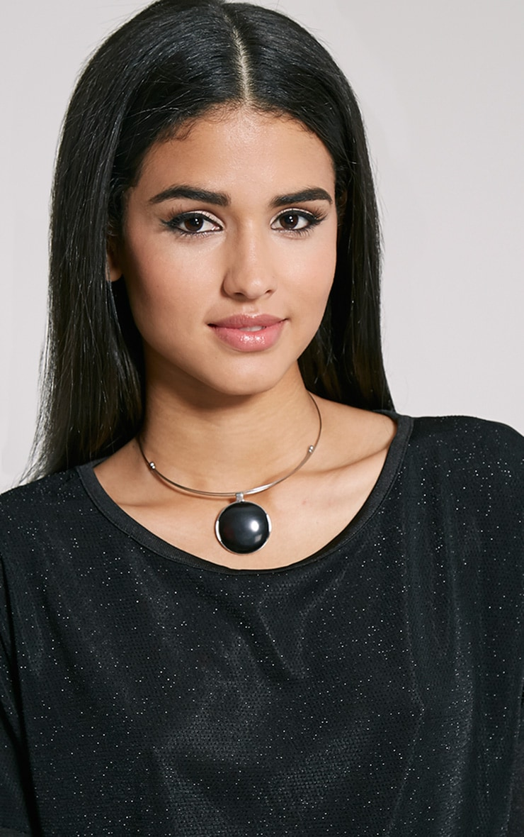 Hera Black Disc Silver Necklace 3