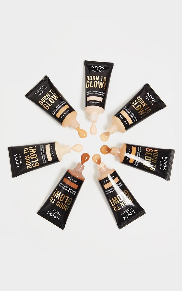 NYX PMU Born To Glow Naturally Radiant Foundation Warm Vanilla 30ml 3