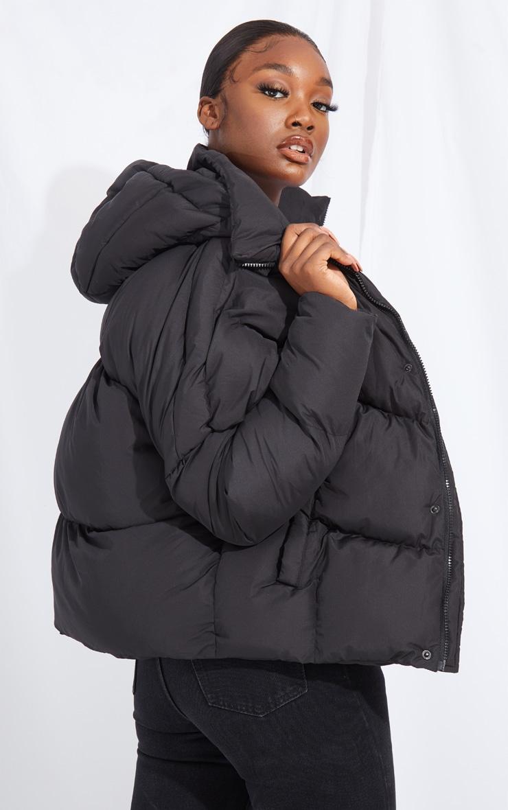 جاكيت منفوخ أسود مقاس كبير محشو من النايلون بخطوط منحنية، من أزياء طوال القامة 2