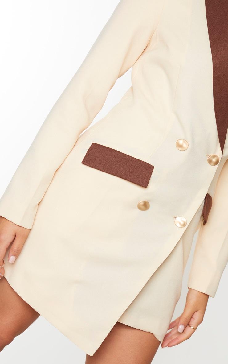 Robe blazer crème à boutons dorés et parties contrastées 4