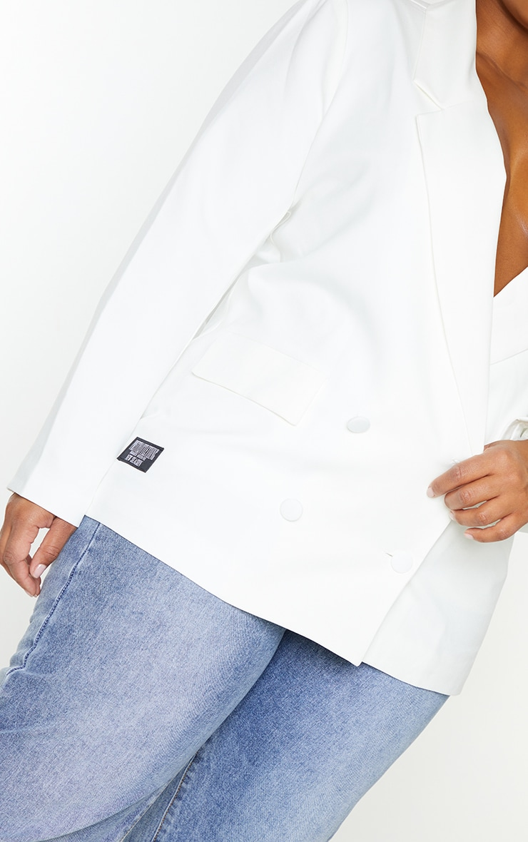 PRETTYLITTLETHING Plus White Double Breasted Blazer 4