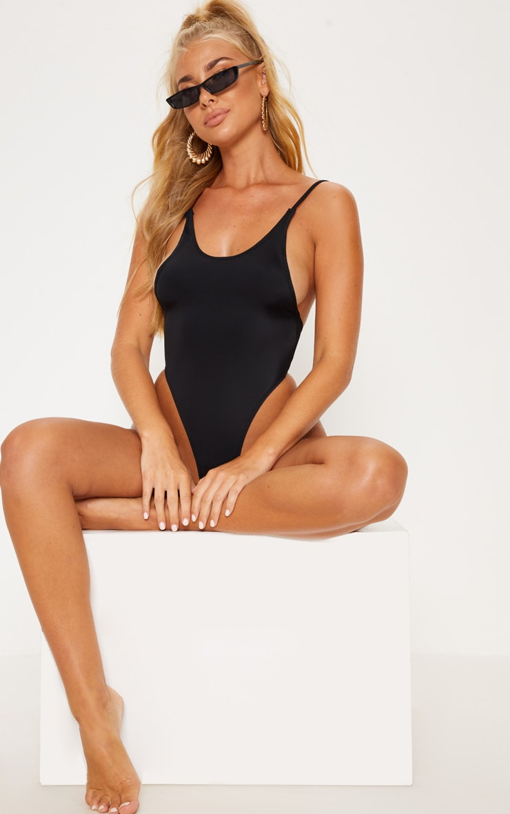Black Minimal Basic Swimsuit 1
