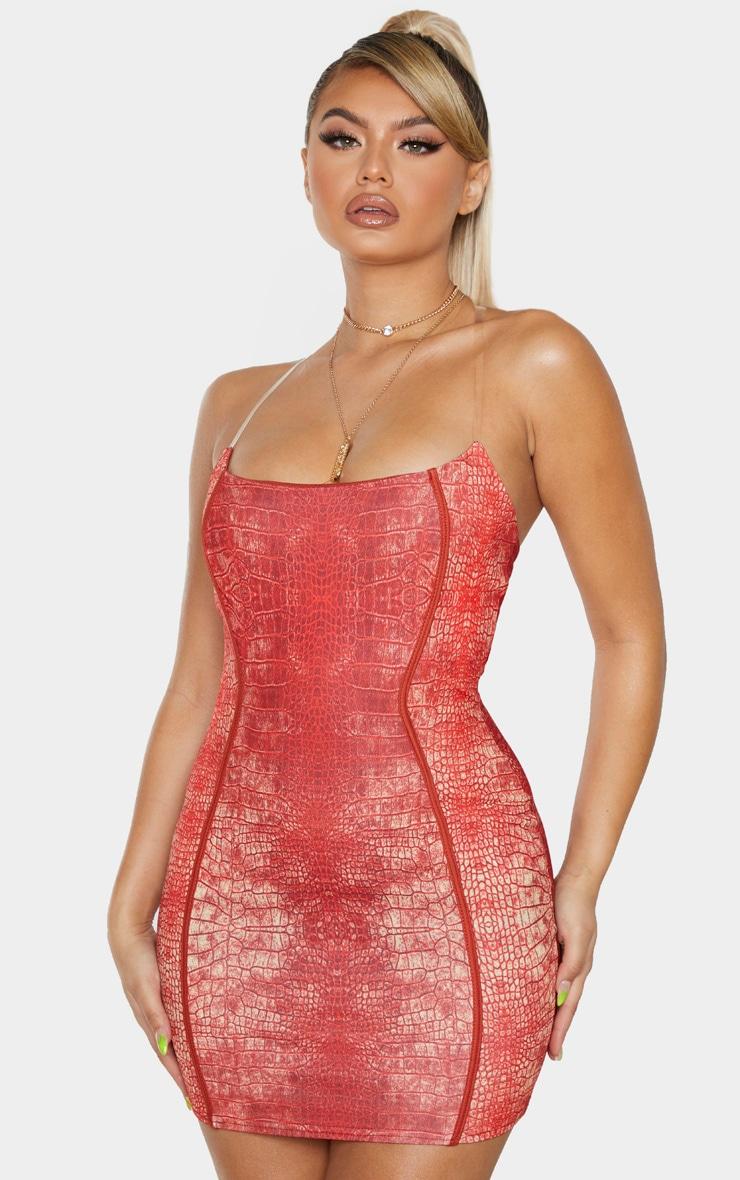 Robe moulante imprimée serpent rouge à coutures apparentes et bretelles transparentes 1