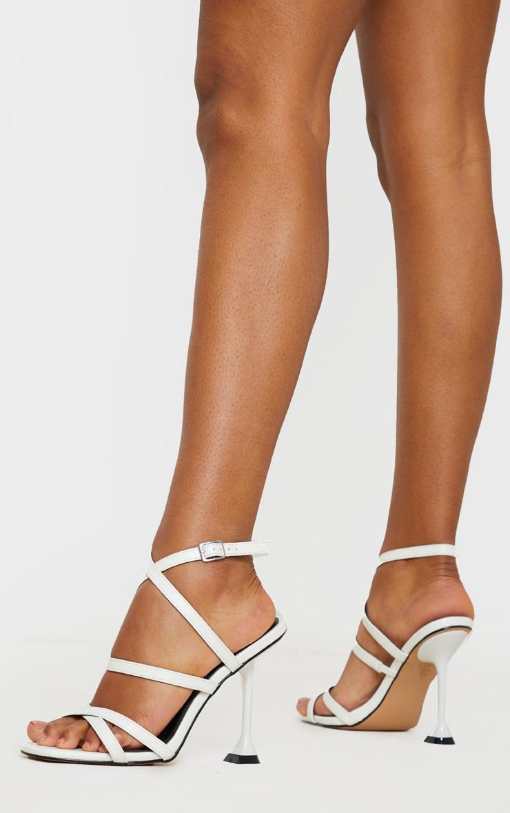 Sandales carrées blanches à brides et talon piédestal 2