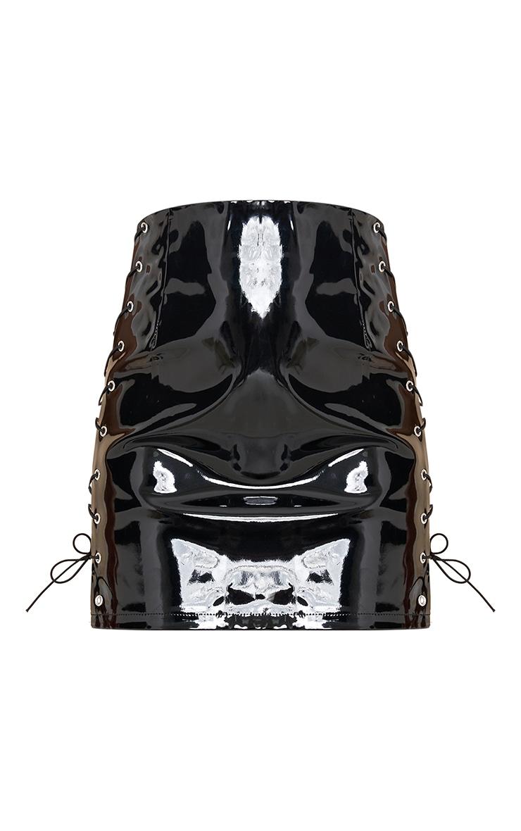 Mini-jupe en vinyle noir à lacets 6