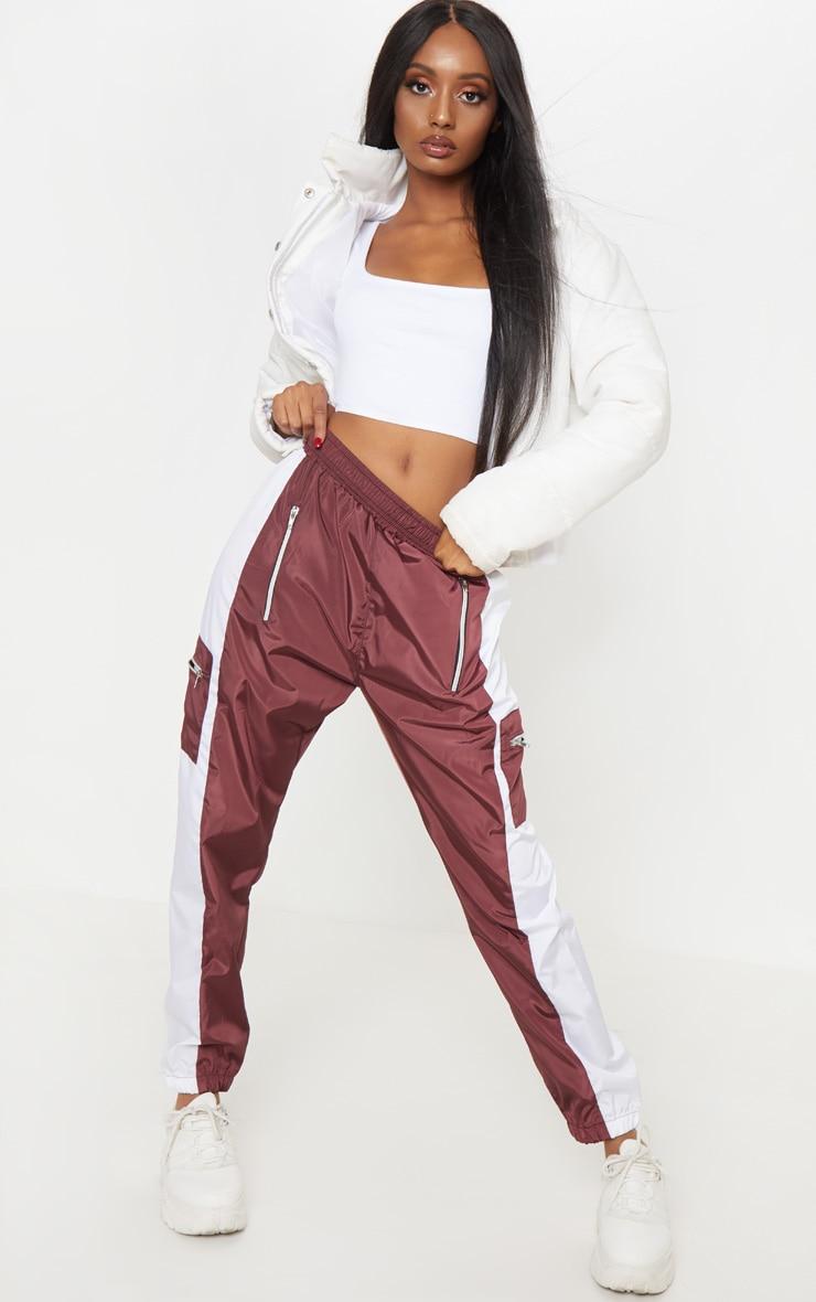 Pantalon de survêt bordeaux à zip et poches contrastées