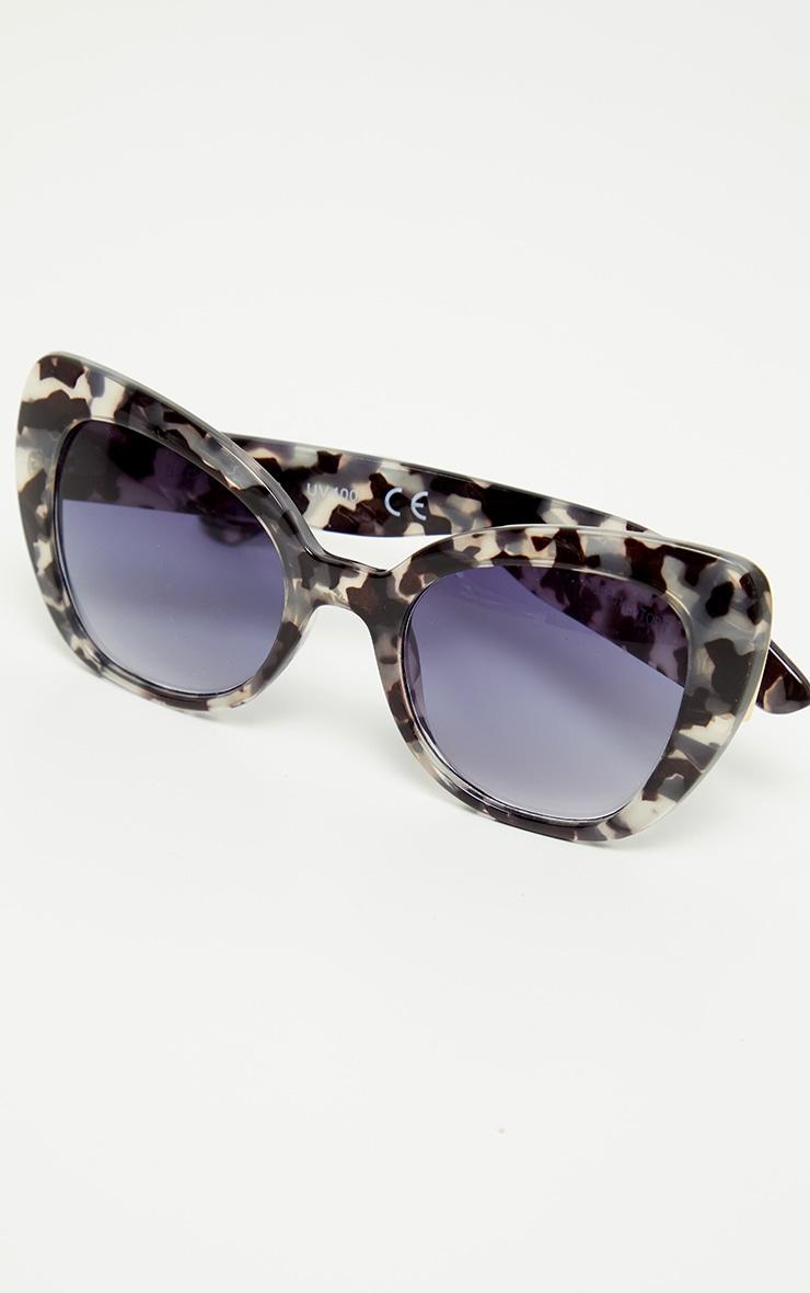 Black Tortoiseshell Cat Eye Sunglasses 3