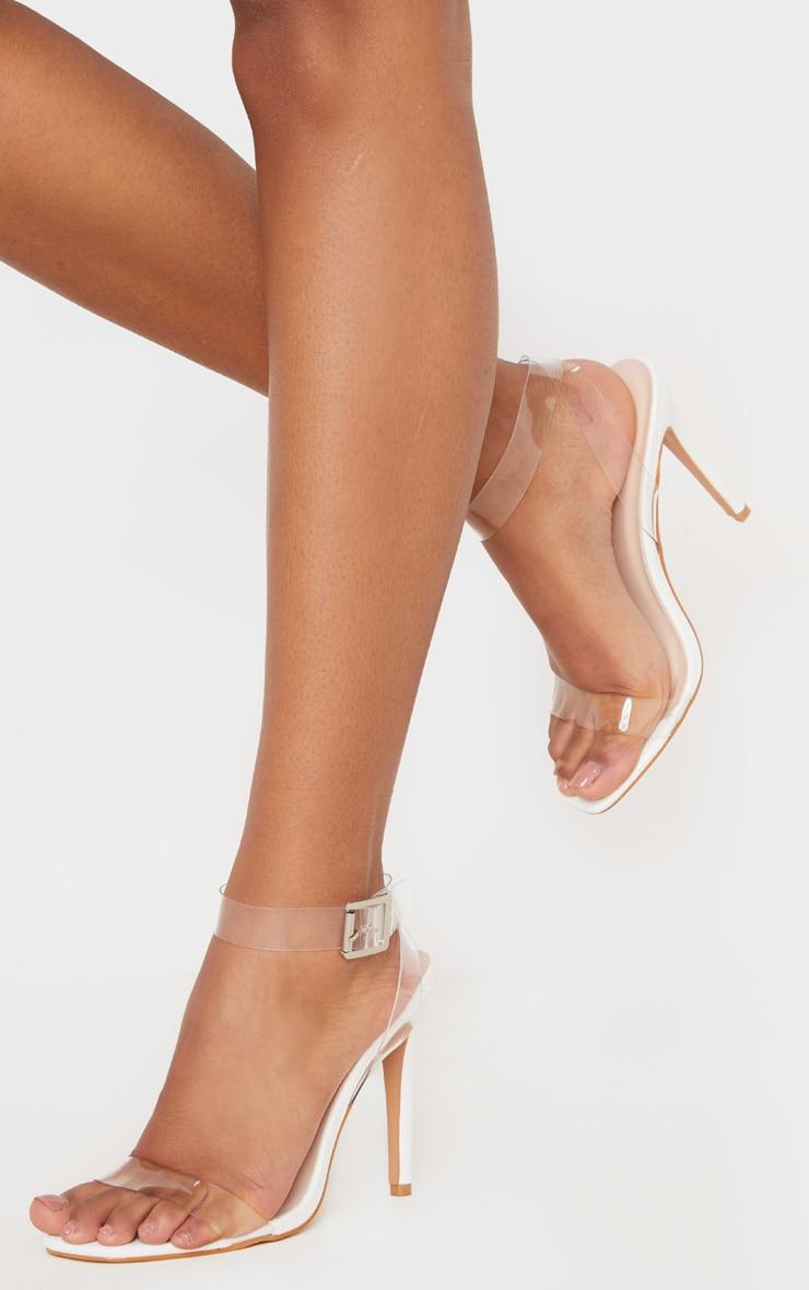 Sandales blanches effet serpent à bride transparente et bout carré 2