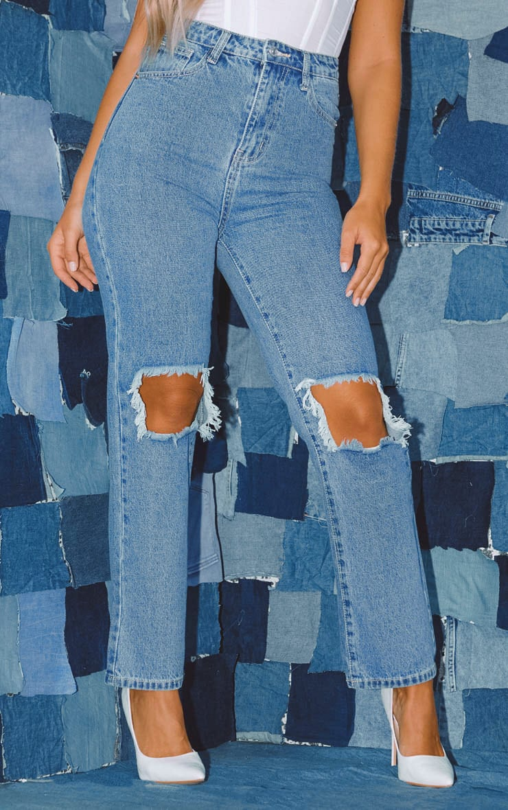 PRETTYLITTLETHING Mid Blue Knee Rip Straight Leg Jean 2