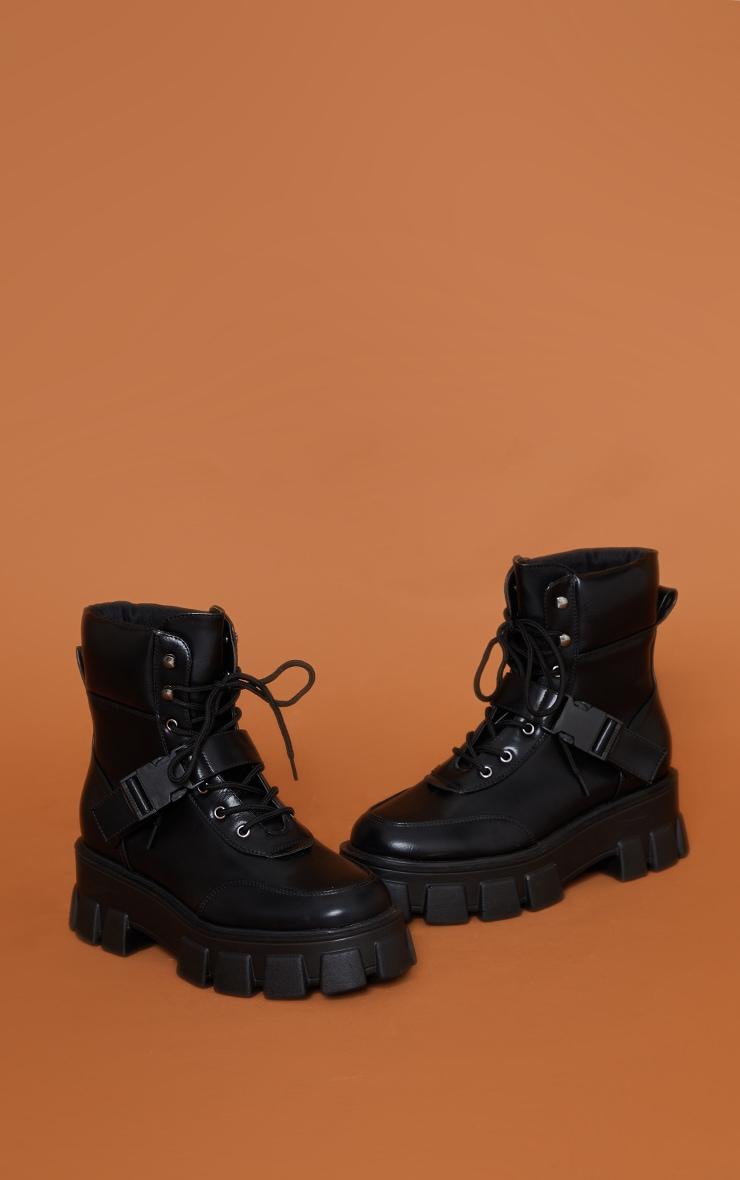 Bottines noires style randonnée à semelle très chunky et détail mousqueton 3