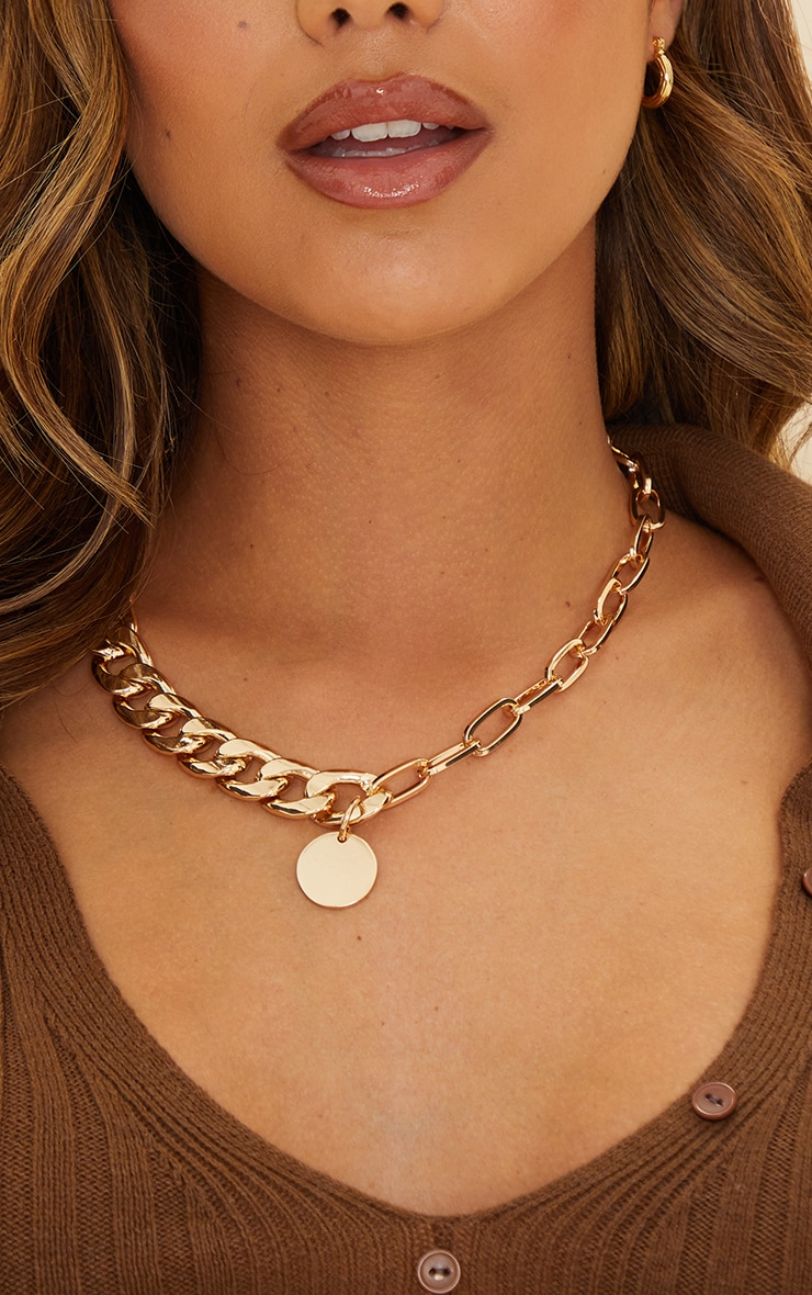 Gold Chunky Chain Round Pendant Necklace 2