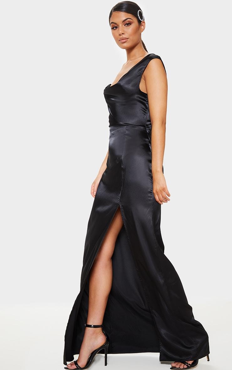 Robe longue satinée noire à col bénitier 3