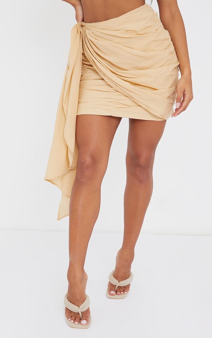 Mini-jupe beige froncée effet lin à devant drapé 2
