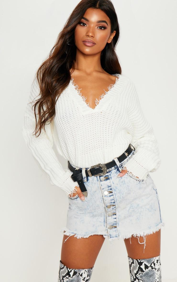 Mini-jupe en jean javelisé à boutons et ourlet éffiloché