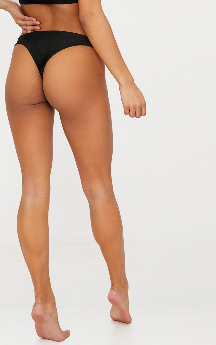 Bas de bikini coupe v string noir  6
