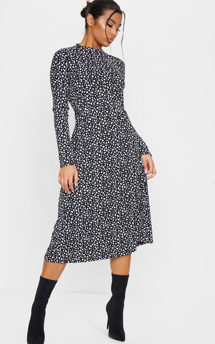 Robe mi-longue côtelée à imprimé dalmatien noir et manches longues 1
