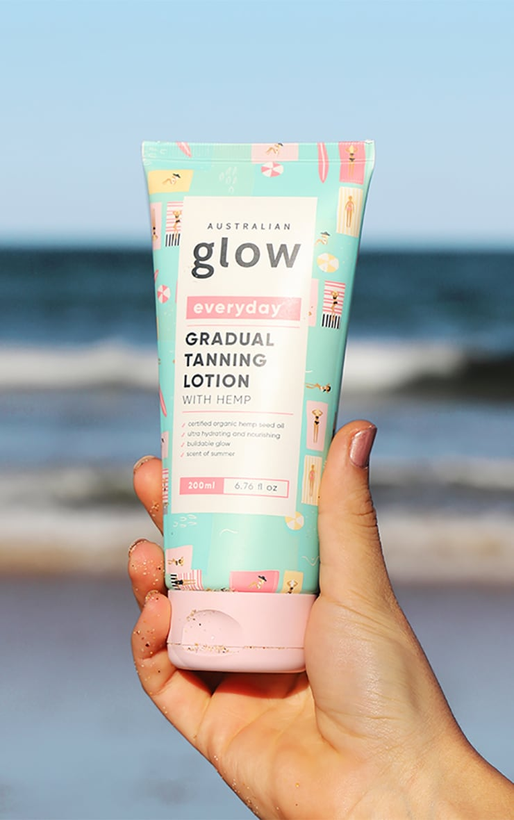Australian Glow Gradual Tanning Lotion With Hemp 1