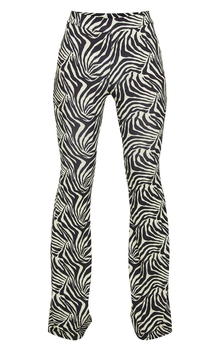 Pantalon flare noir à imprimé zébrures 5
