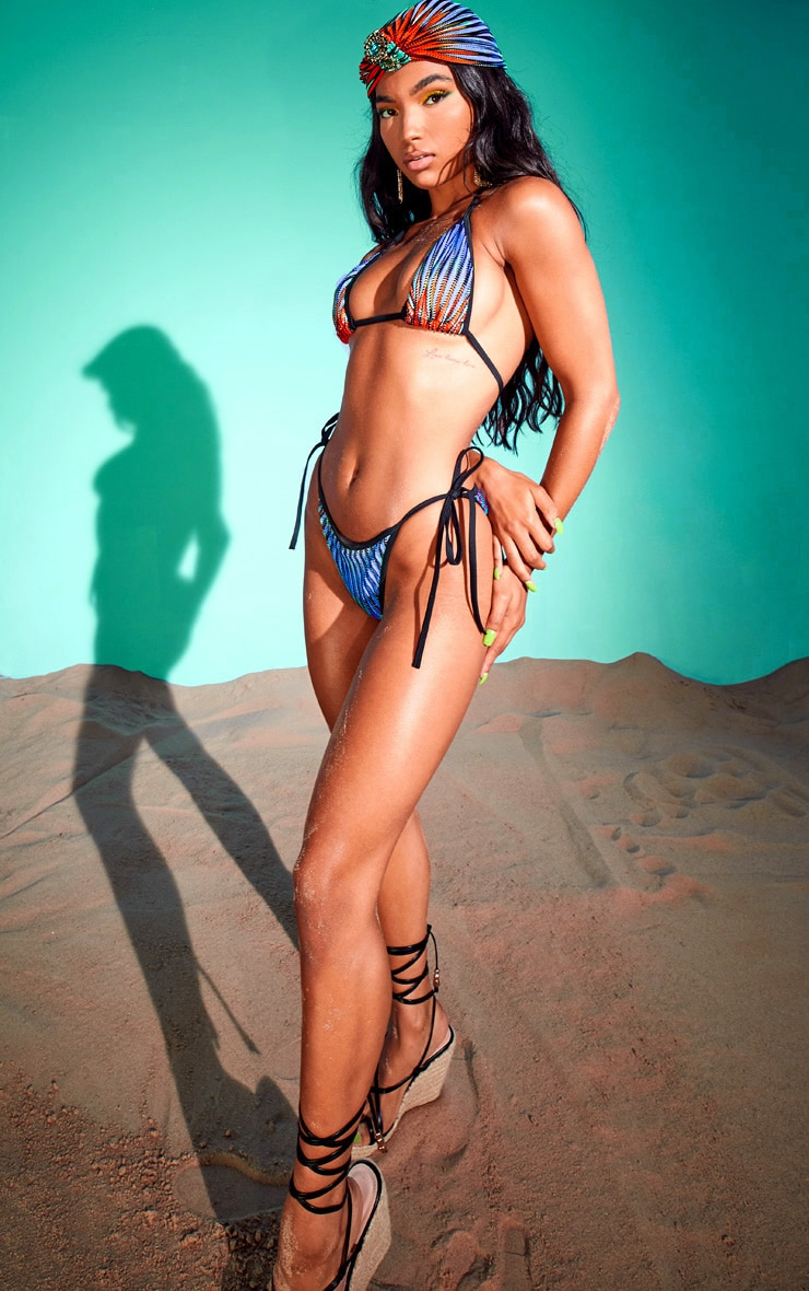 Haut de bikini triangle multicolore à découpes laser et rayures 3