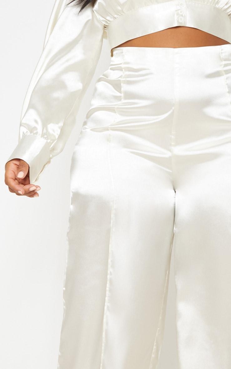 Pantalon champagne satiné à jambes évasées 6