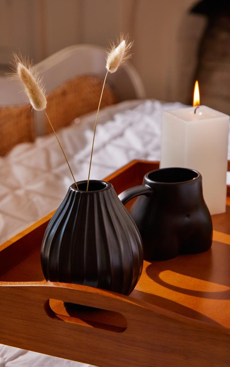 Vase moyen noir strié 1