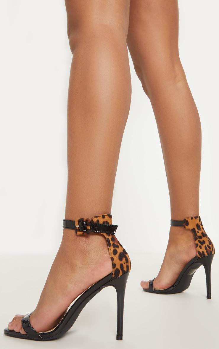 Sandales à talons léopard noires à bout carré