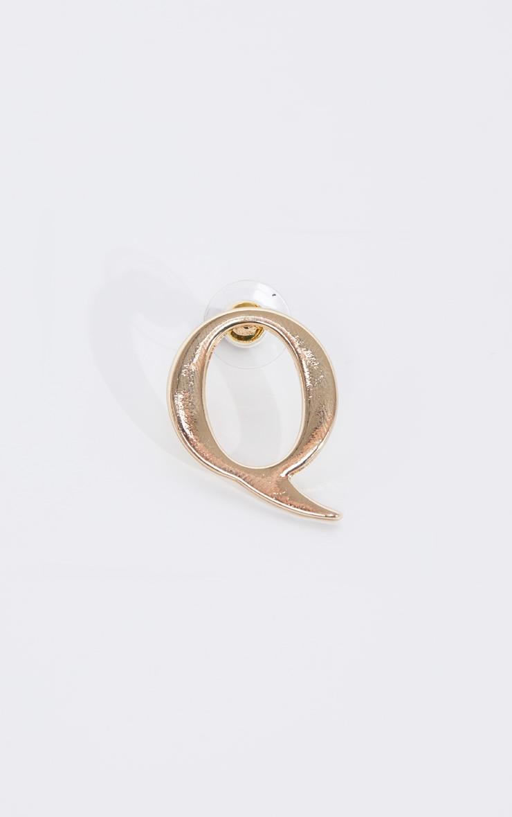 Boucles d'oreilles dorées à clou lettre Q 3