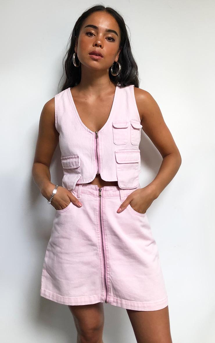 Crop top style utilitaire en jean rose délavé 1