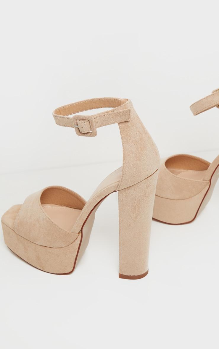 Sandales nude à haute plateforme 4