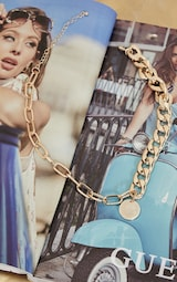 Gold Chunky Chain Round Pendant Necklace 3