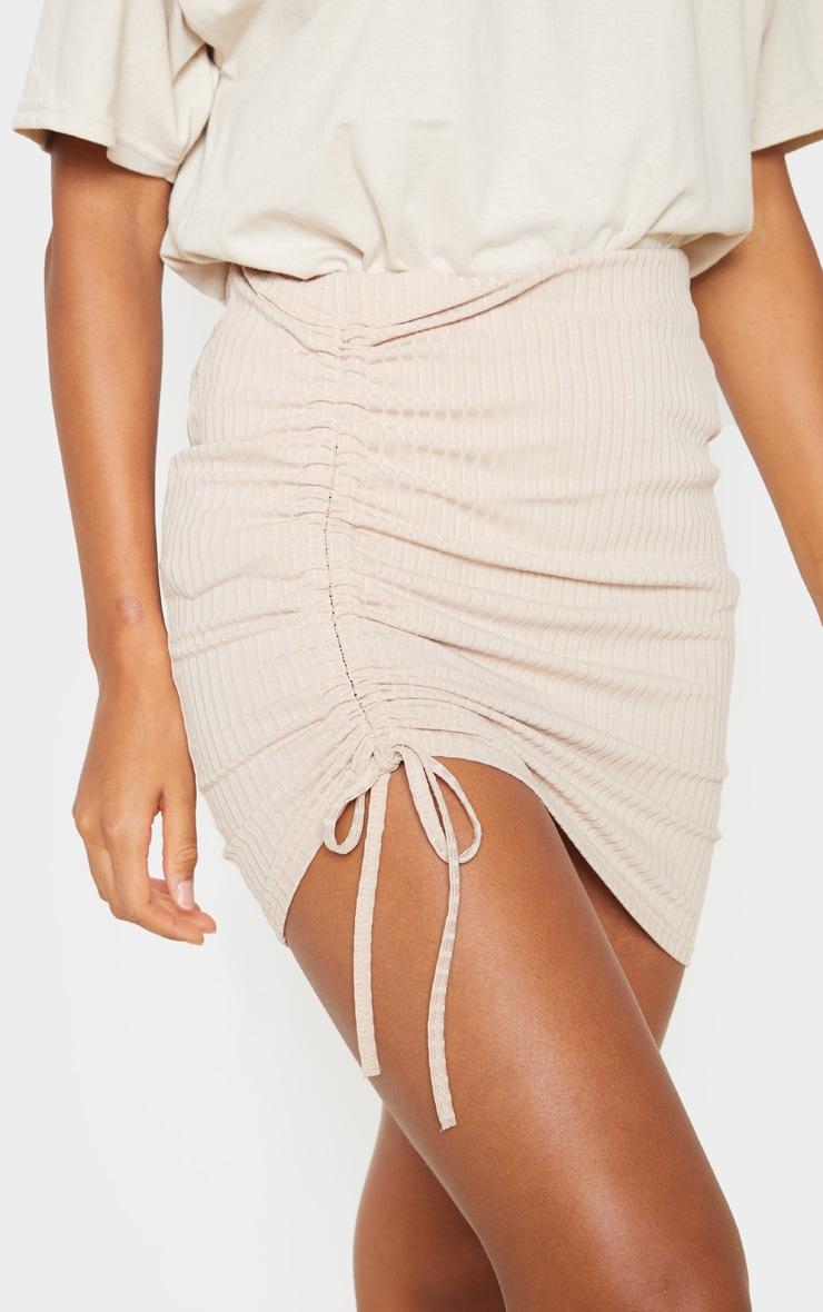 Mini-jupe marron clair à détail froncé 6