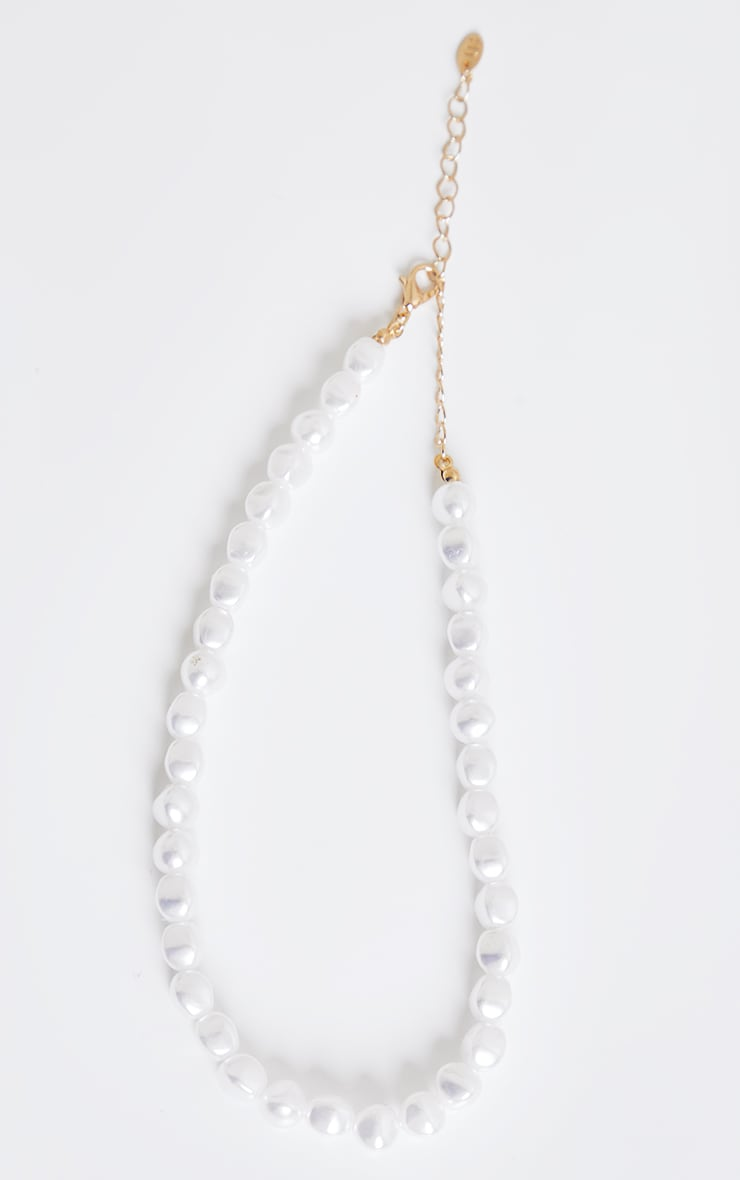White Chunky Pearl Choker 3
