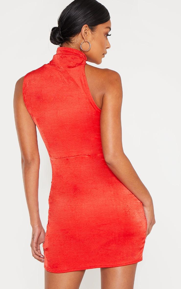 Robe moulante rouge froncée sur le côté à col haut 2