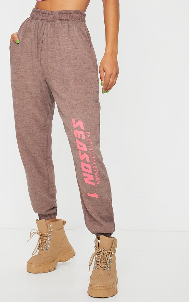 PRETTYLITTLETHING Brown Season Printed Joggers 2