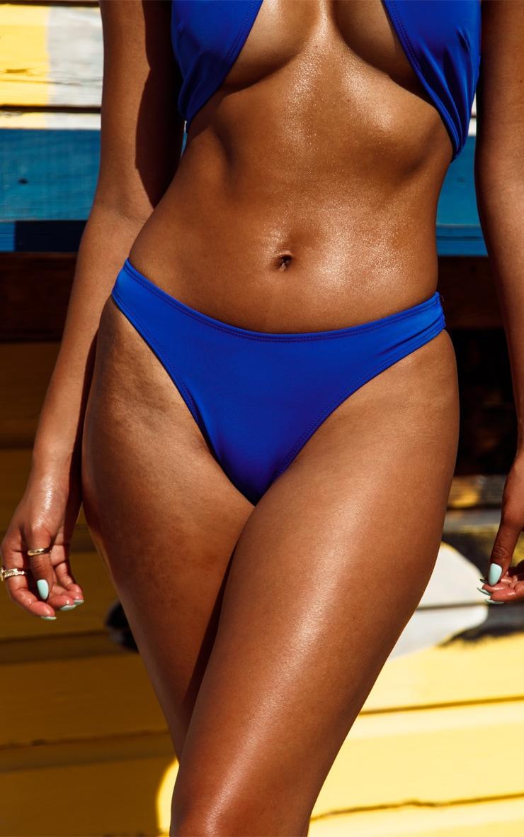 Bas de maillot de bain bleu cobalt échancré 1