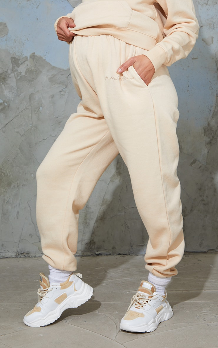 PRETTYLITTLETHING Maternity Camel Embroidered Joggers 2