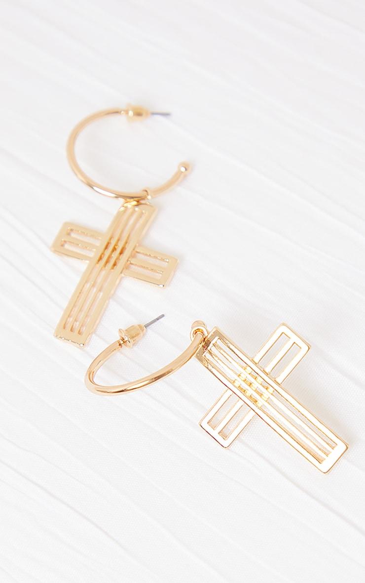 Créoles dorées à pendentif croix découpé 3