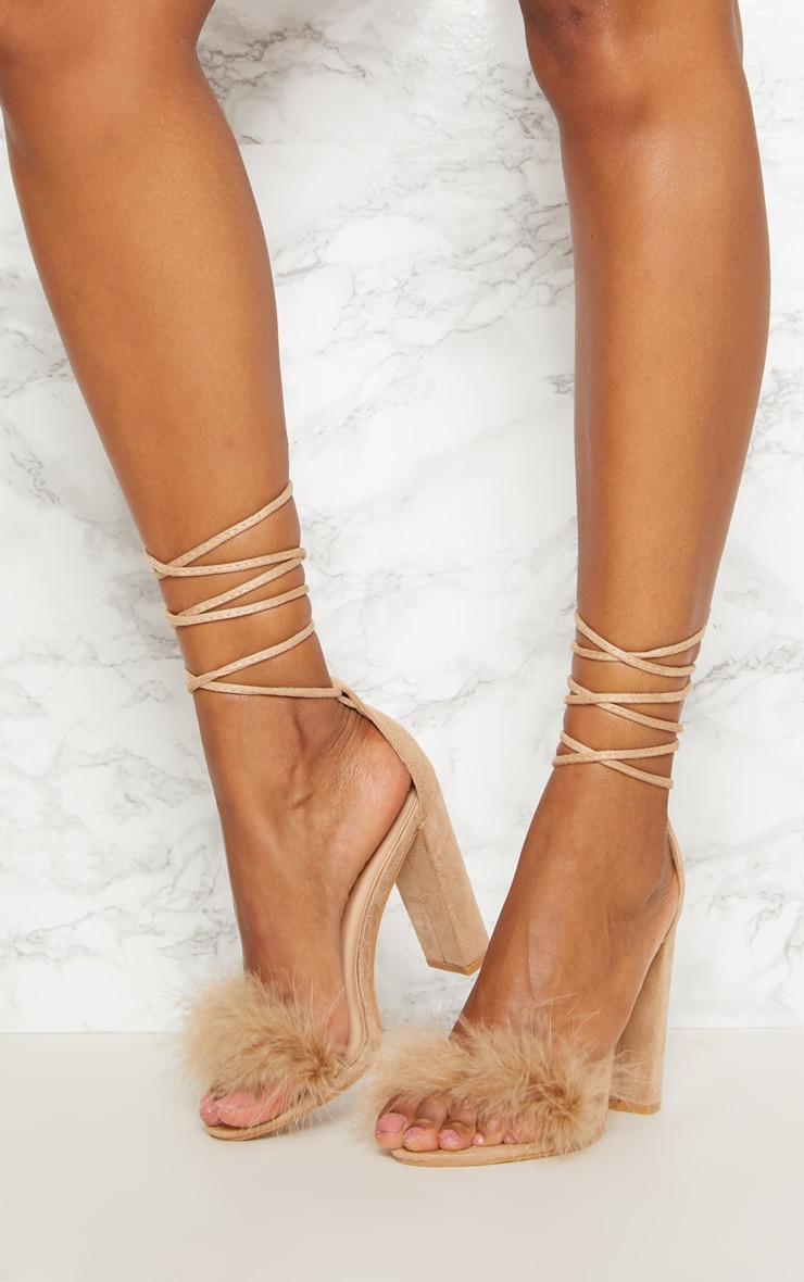 Sandales nude à talons carrés à lacets et détail plumes 2