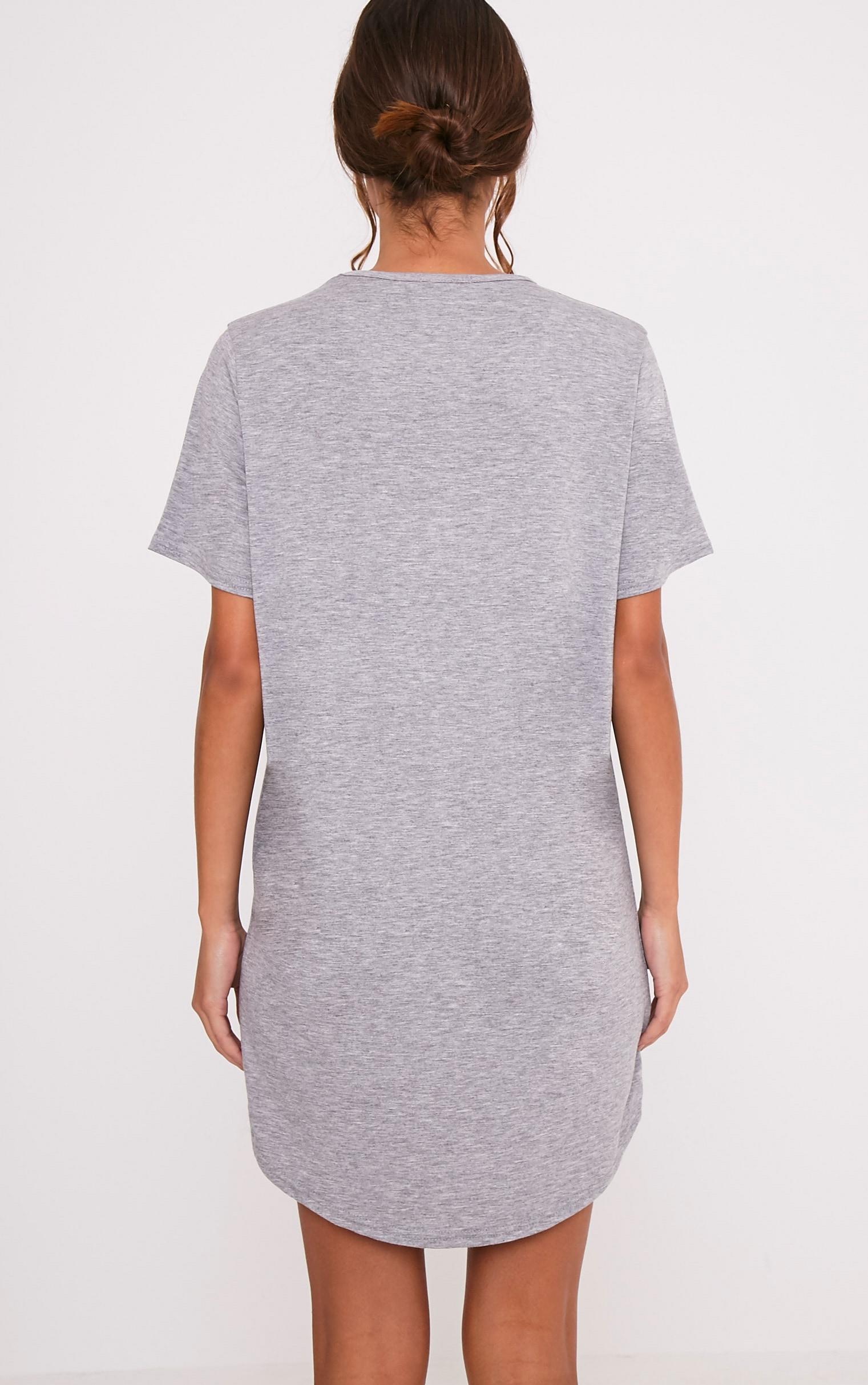 Chemise de nuit surdimensionnée grise à slogan Bridesmaid. 2