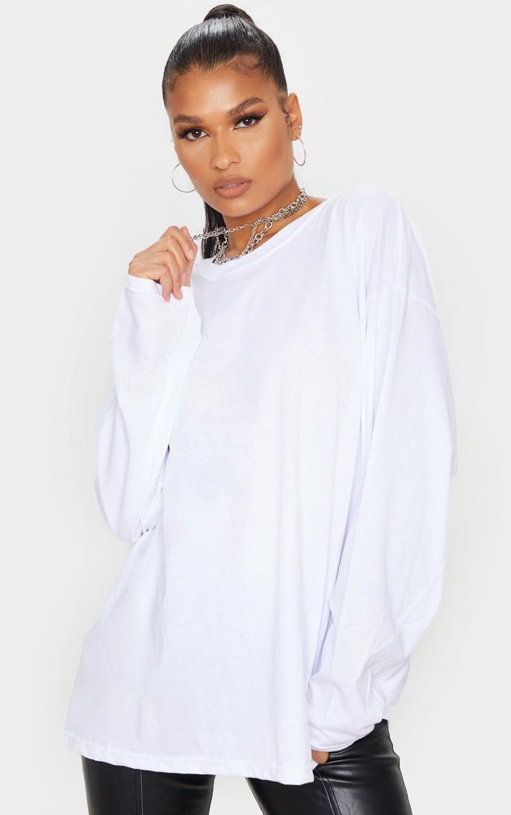 Tee-shirt oversize style boyfriend blanc à manches longues 1