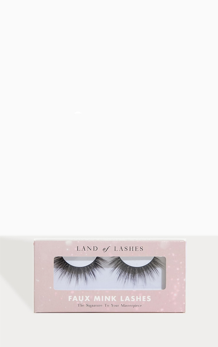 Land of Lashes Captivate cils 1