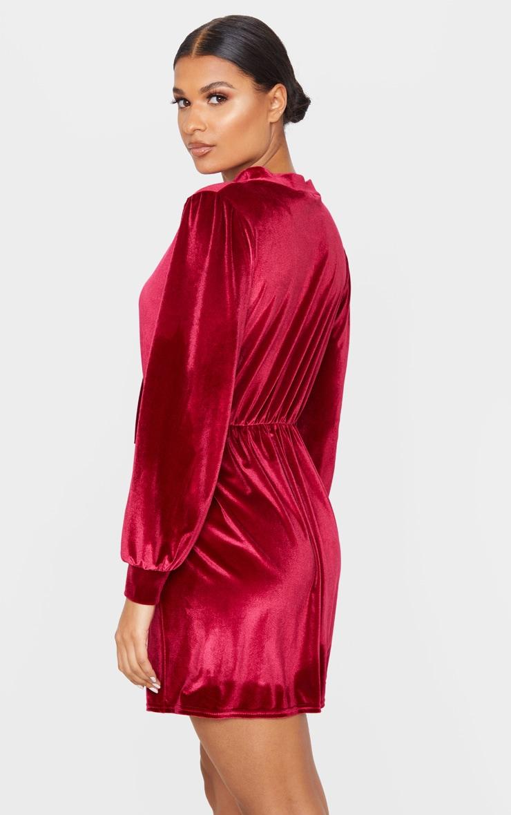 Robe droite manches longues en velours rouge écarlate à découpe et lien frontal 2