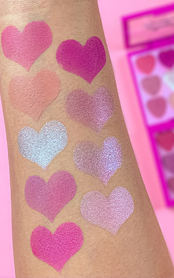 I Heart Revolution Heartbreakers Eyeshadow Palette Sweetheart 4