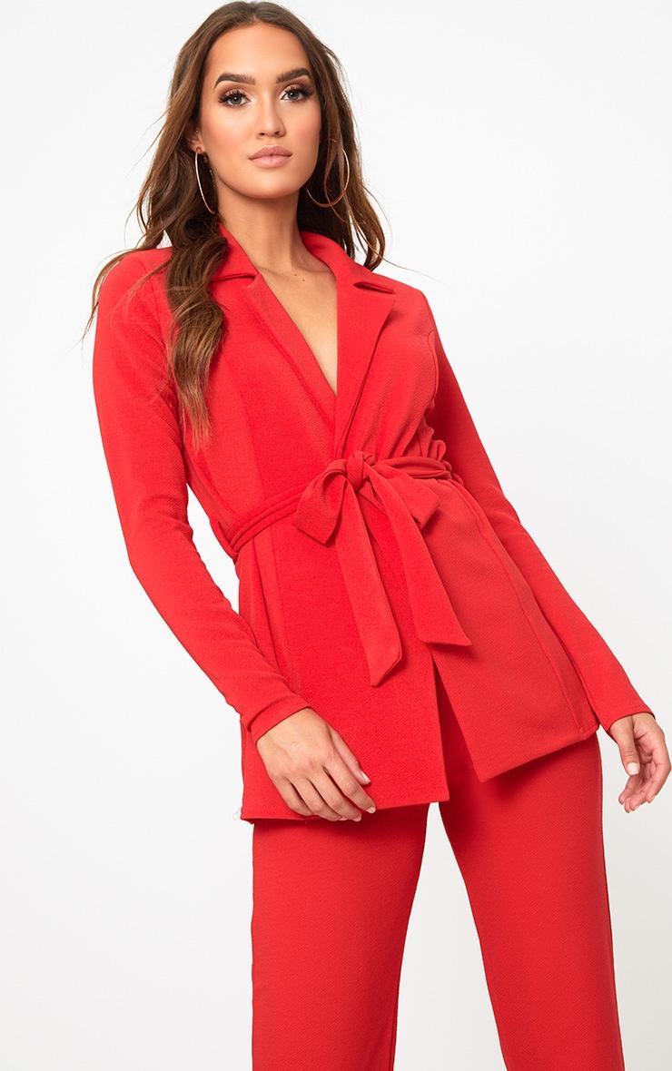 Blazer rouge à ceinture  1